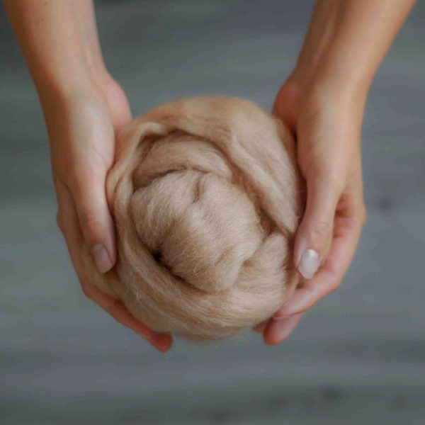 Vlna na pletenie na rukách
